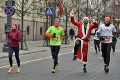 Οι δρομείς στα παραδοσιακά Χριστούγεννα Vilnius συναγωνίζονται στοκ εικόνα με δικαίωμα ελεύθερης χρήσης