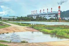 Οι εγκαταστάσεις παραγωγής ενέργειας λειτουργούν στοκ φωτογραφία