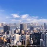 Οι εικονικές παραστάσεις πόλης του Τόκιο, εναέρια άποψη ουρανοξυστών πόλεων του γραφείου χτίζουν Στοκ εικόνα με δικαίωμα ελεύθερης χρήσης