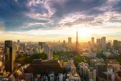 Οι εικονικές παραστάσεις πόλης του Τόκιο, εναέρια άποψη ουρανοξυστών πόλεων του γραφείου χτίζουν Στοκ Φωτογραφίες