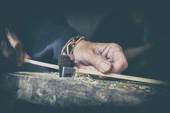 Οι εκλεκτής ποιότητας βιοτεχνίες ύφους λεπταίνουν την παραγωγή λωρίδων μπαμπού Στοκ Φωτογραφία