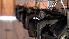 Οι επαγγελματικές συσκευές φωτισμού, επίκεντρα είναι συνδεμένες με την άποψη σκηνών και είναι έτοιμες για διακοπές και μια συναυλ φιλμ μικρού μήκους