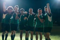 Οι επαγγελματικοί φορείς ράγκμπι γιορτάζουν μια νίκη στοκ εικόνες