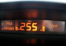 οι επαναστάσεις μηχανών αυτοκινήτων εμφανίζουν όχημα ταχυμέτρων ταχύτητας Κυκλοφορία υψηλής ταχύτητας στοκ εικόνα