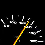 οι επαναστάσεις μηχανών αυτοκινήτων εμφανίζουν όχημα ταχυμέτρων ταχύτητας στοκ φωτογραφίες με δικαίωμα ελεύθερης χρήσης
