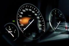 οι επαναστάσεις μηχανών αυτοκινήτων εμφανίζουν όχημα ταχυμέτρων ταχύτητας στοκ εικόνες με δικαίωμα ελεύθερης χρήσης