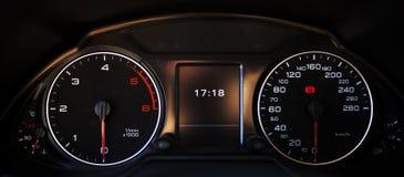 οι επαναστάσεις μηχανών αυτοκινήτων εμφανίζουν όχημα ταχυμέτρων ταχύτητας στοκ εικόνα