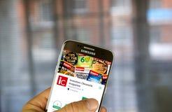 Οι επενδυτές εξιστορούν κατά γράμμα την αρρενωπή εφαρμογή στη Samsung S7 Στοκ φωτογραφία με δικαίωμα ελεύθερης χρήσης