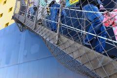 Οι επιβάτες κατεβαίνουν από τη σκάλα Στοκ Εικόνα