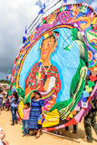 Οι επισκέπτες θέτουν για τις φωτογραφίες, γιγαντιαίο φεστιβάλ ικτίνων, Γουατεμάλα Στοκ φωτογραφία με δικαίωμα ελεύθερης χρήσης