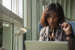 Οι επιχειρηματίες γυναικών είναι σοβαροί στοκ φωτογραφίες με δικαίωμα ελεύθερης χρήσης