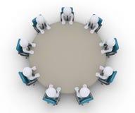 Οι επιχειρηματίες είναι σε μια συνεδρίαση γύρω από έναν πίνακα Στοκ Εικόνες