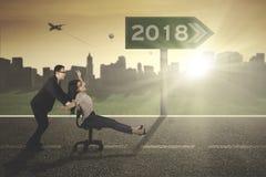 Οι επιχειρηματίες με τους αριθμούς το 2018 καθοδηγούν Στοκ Φωτογραφία