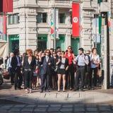Οι επιχειρηματίες συμμετέχουν αμέσως όχλος στο Μιλάνο, Ιταλία Στοκ εικόνα με δικαίωμα ελεύθερης χρήσης