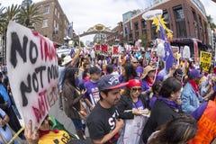 Οι εργαζόμενοι ένωσης ενώνουν ενάντια στο Ντόναλντ Τραμπ Στοκ εικόνες με δικαίωμα ελεύθερης χρήσης