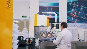Οι εργασίες γιατρών στο εργαστήριο απόθεμα βίντεο
