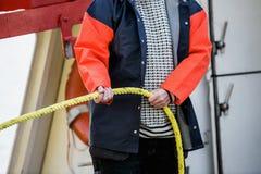 Οι εργασίες ψαράδων με τα ξάρτια Στοκ Εικόνες
