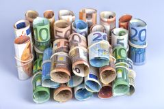 Οι ευρο- λογαριασμοί που χρησιμοποιούνται από τους Ευρωπαίους είναι εκείνοι 5 10 20 50 Στοκ Εικόνα