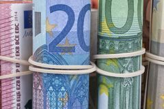 Οι ευρο- λογαριασμοί που χρησιμοποιούνται από τους Ευρωπαίους Στοκ φωτογραφία με δικαίωμα ελεύθερης χρήσης