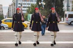 Οι ελληνικοί στρατιώτες Evzones (ή Evzoni) που ντύνεται στην υπηρεσία ομοιόμορφη, αναφέρονται στα μέλη της προεδρικής φρουράς Στοκ εικόνα με δικαίωμα ελεύθερης χρήσης