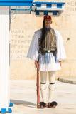Οι ελληνικοί στρατιώτες Evzones (ή Evzoni) που ντύνεται στο πλήρες φόρεμα ομοιόμορφο, αναφέρονται στα μέλη της προεδρικής φρουράς Στοκ φωτογραφίες με δικαίωμα ελεύθερης χρήσης