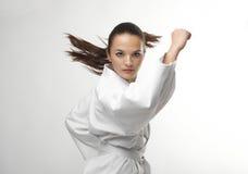 Οι ελκυστικές νέες προκλητικές γυναίκες karate θέτουν Στοκ Εικόνες