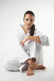 Οι ελκυστικές νέες προκλητικές γυναίκες karate θέτουν Στοκ φωτογραφίες με δικαίωμα ελεύθερης χρήσης