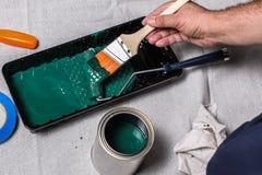 Οι ζωγράφοι δίνουν με τη βούρτσα Στοκ Φωτογραφία
