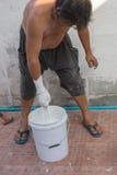 Οι ζωγράφοι ανάμιξαν με το χέρι με το χρώμα στοκ εικόνα