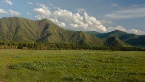 οι ημέρες altai διαρκούν το καλοκαίρι βουνών Όμορφο τοπίο ορεινών περιοχών Ρωσία Σιβηρία Timelapse φιλμ μικρού μήκους