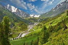 οι ημέρες altai διαρκούν το καλοκαίρι βουνών στοκ εικόνες