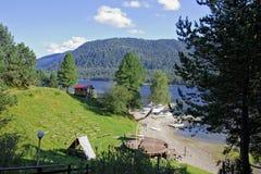 οι ημέρες altai διαρκούν το καλοκαίρι βουνών Στοκ Φωτογραφίες