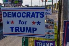 Οι δημοκράτες για το ατού κάνουν εκστρατεία σημάδι στοκ φωτογραφίες