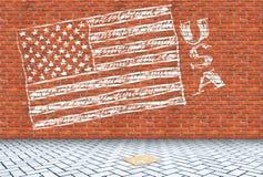 Οι ΗΠΑ σημαιοστολίζουν επισυμένος την προσοχή σε έναν τούβλινο τοίχο με μια κιμωλία Στοκ φωτογραφία με δικαίωμα ελεύθερης χρήσης