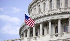 Οι ΗΠΑ Capitol στο ΣΥΝΕΧΈΣ ΡΕΎΜΑ της Ουάσιγκτον. Στοκ Φωτογραφία