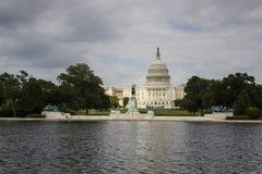 Οι ΗΠΑ Capitol στο ΣΥΝΕΧΈΣ ΡΕΎΜΑ της Ουάσιγκτον. Στοκ φωτογραφία με δικαίωμα ελεύθερης χρήσης