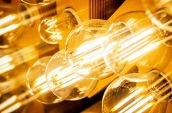Οι ηλεκτρικοί μοντέρνοι εκλεκτής ποιότητας φωτεινοί λαμπτήρες κλείνουν επάνω στοκ φωτογραφίες