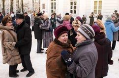 Οι ηλικιωμένες γυναίκες ζεύγους χορεύουν Στοκ φωτογραφία με δικαίωμα ελεύθερης χρήσης