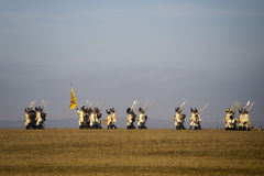 Οι θαυμαστές ιστορίας στα στρατιωτικά κοστούμια αναπαριστούν τη μάχη τριών αυτοκρατόρων Στοκ Εικόνα