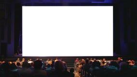 Οι θεατές στον κινηματογράφο στεγάζουν. φιλμ μικρού μήκους