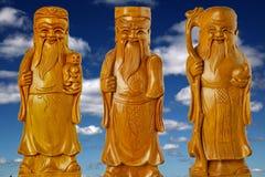 Οι Θεοί HOK LOK SIEW ή FU LU SHOU τρία της Κίνας είναι διάσημος Θεός επειδή σεβασμός από το Κινεζικό λαό στο υπόβαθρο ουρανού στοκ φωτογραφίες