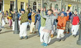 Οι θιασώτες του Λόρδου Krishna χορεύουν και τραγουδούν στοκ εικόνα με δικαίωμα ελεύθερης χρήσης