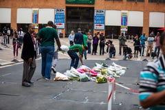 Οι θρηνητές συλλέγουν για το Μαντέλα Στοκ φωτογραφίες με δικαίωμα ελεύθερης χρήσης