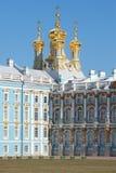 Οι θόλοι της εκκλησίας αναζοωγόνησης του παλατιού της Catherine, ημέρα Απριλίου selo της Ρωσίας tsarskoye στοκ φωτογραφία με δικαίωμα ελεύθερης χρήσης