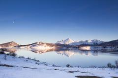 οι διακοπές αγοριών βάζουν το χειμώνα χιονιού Στοκ Εικόνες