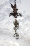 οι διακοπές αγοριών βάζουν το χειμώνα χιονιού στοκ φωτογραφία με δικαίωμα ελεύθερης χρήσης