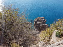 Οι διακοπές analya antalya της Τουρκίας χαλαρώνουν τη φύση χαλαρώνουν τα δέντρα παραλιών θάλασσας γαλαζοπράσινα Στοκ Εικόνες