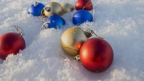 οι διακοσμήσεις Χριστουγέννων στρέφουν το εκλεκτικό χιόνι Στοκ εικόνα με δικαίωμα ελεύθερης χρήσης