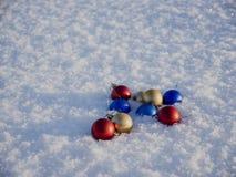 οι διακοσμήσεις Χριστουγέννων στρέφουν το εκλεκτικό χιόνι Στοκ Εικόνα
