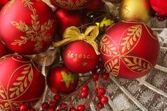 Οι διακοσμητικές σφαίρες Χριστουγέννων, χαίρονται Στοκ εικόνα με δικαίωμα ελεύθερης χρήσης